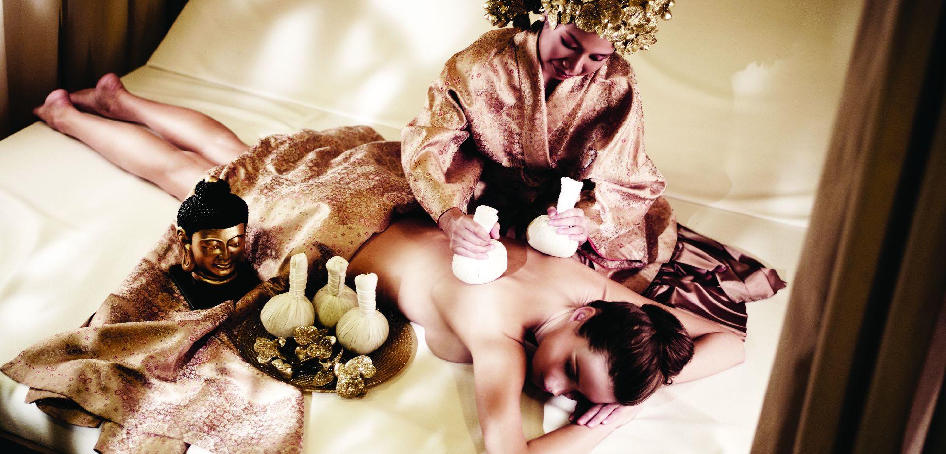 Thai massage with warm herbs